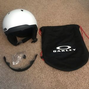 Oakley MOD 3 ski/snowboard helmet